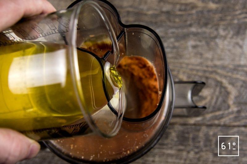 Pesto Rosso aux tomates et aux poivrons - ajouter les huiles d'olive négrette et fruité noire ainsi que l'huile au basilic