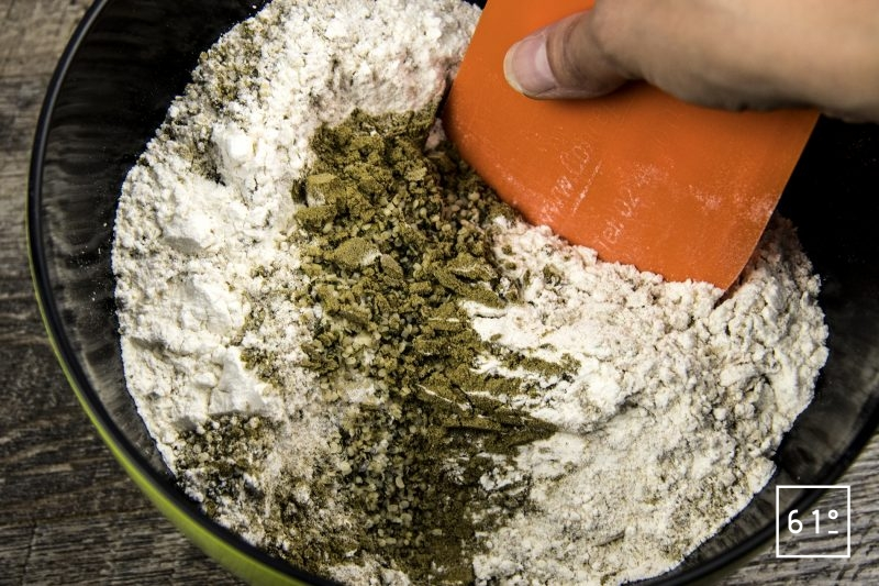 Pain au chanvre - mélanger les poudres