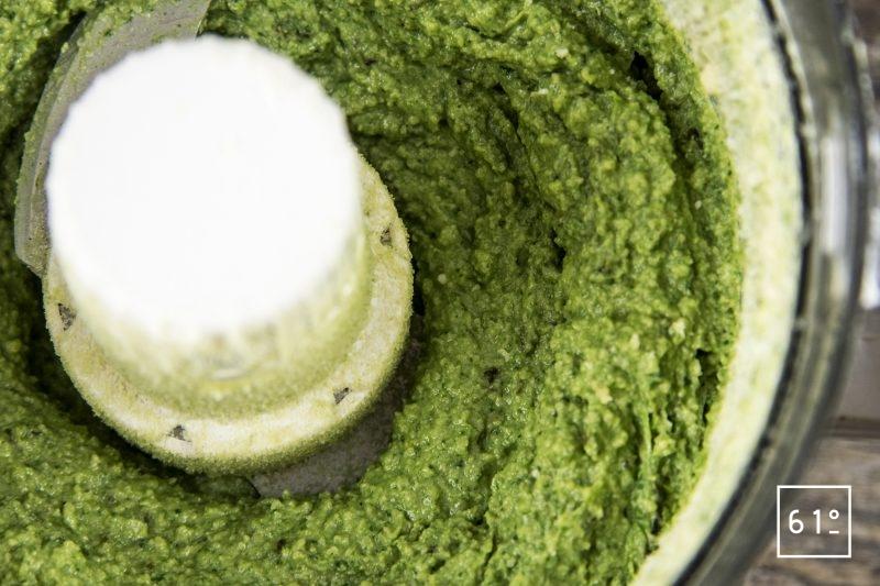 Raviole aux herbes et au chanvre dans sa sauce au asperge - mixer la farce