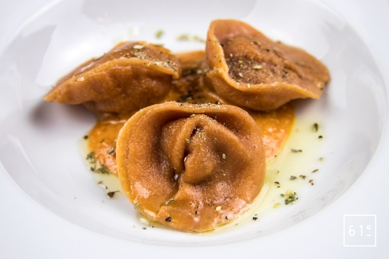 Raviole de tomate au bœuf au porc et au poivron