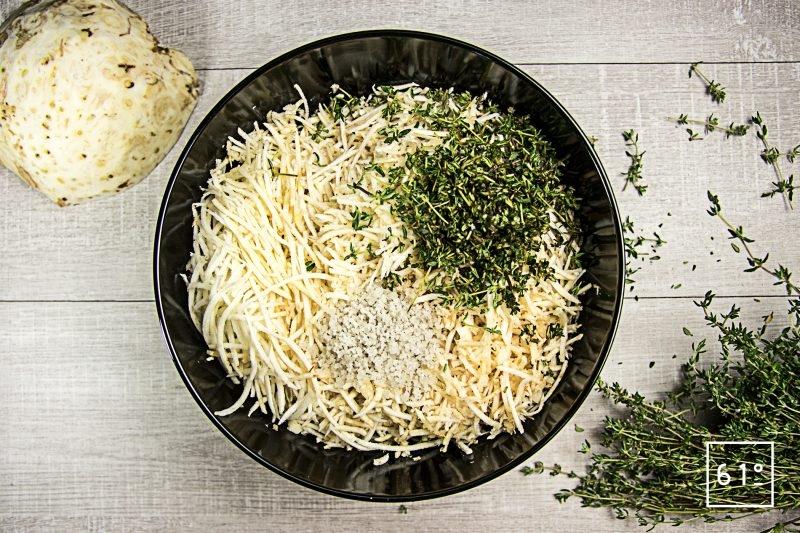 Céleri au thym lactofermenté -rassembler le sel, le céleri et le thym