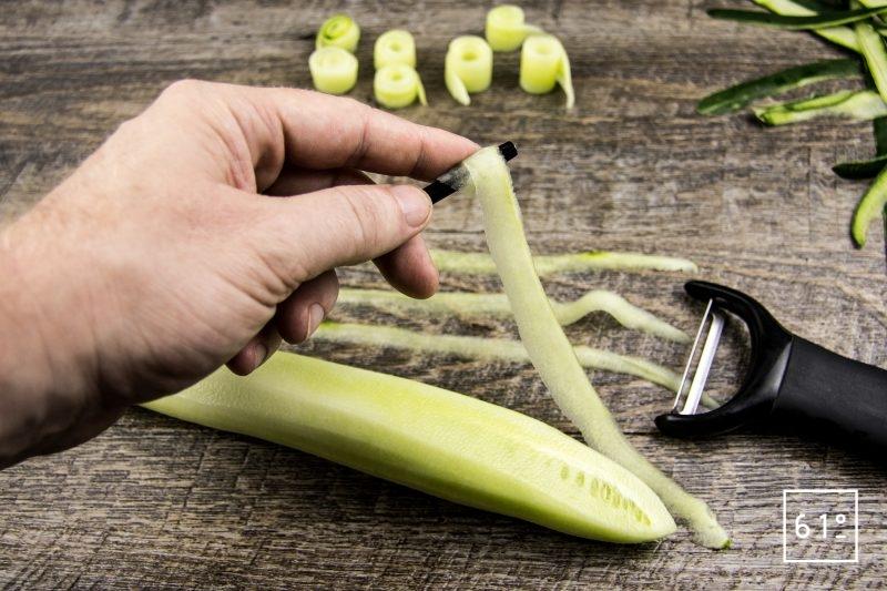 Foie gras et ses déclinaisons de concombre - Préparer des rouleaux de concombre