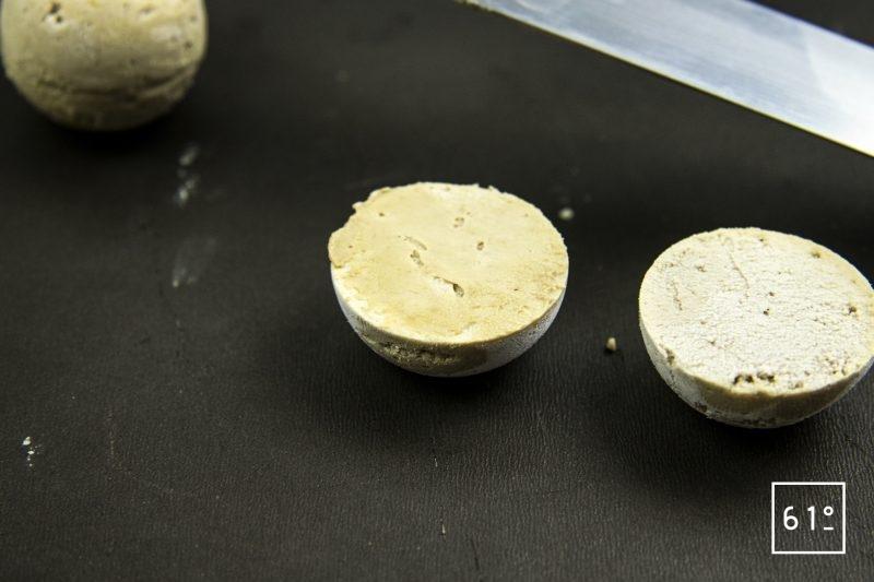Foie gras et ses déclinaisons de concombre - rassembler les deux demi sphères pour former une sphère