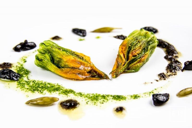 Fleurs de courgette au foie gras et à l'olive noire