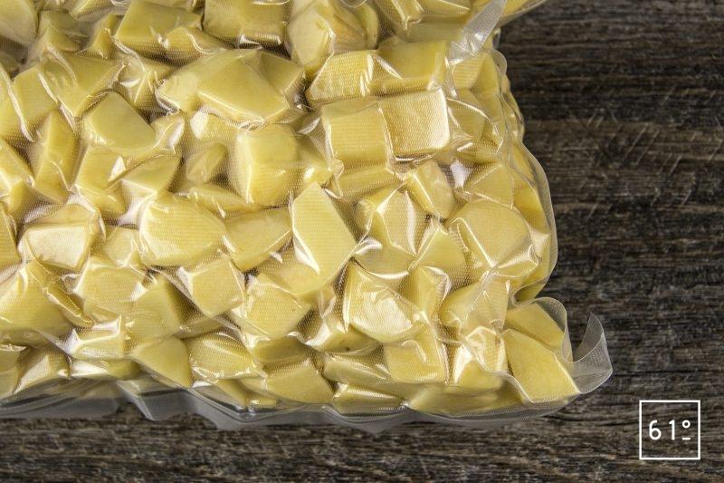Salade de pommes de terre et ses épluchures croustillantes - cuire sous vide