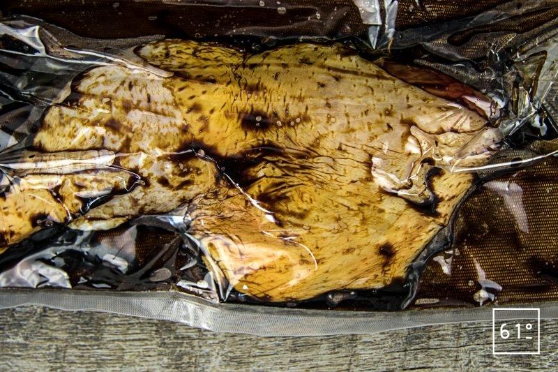 Tartine de poulet au épinard et cancoillotte - mettre sous vide les pates de poulet et la sauce soja sombre