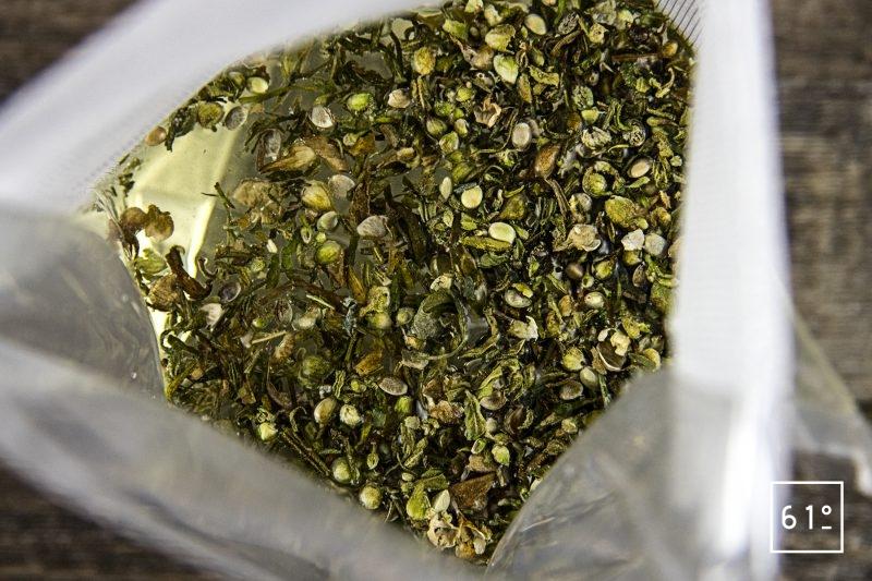 Thé au chanvre - mettre sous vide l'infusion de chanvre t l'eau