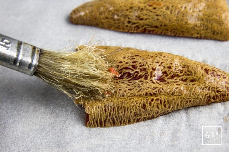 Côtes de chevreuil volcano - badigeonner les piments avec de l'huile neutre