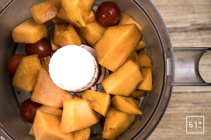 Gaspacho melon - réunir les ingrédients et mixer