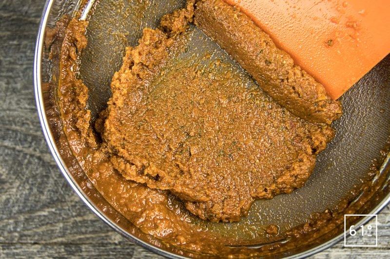 Gaspacho de tomate et de carotte - passer au tamis