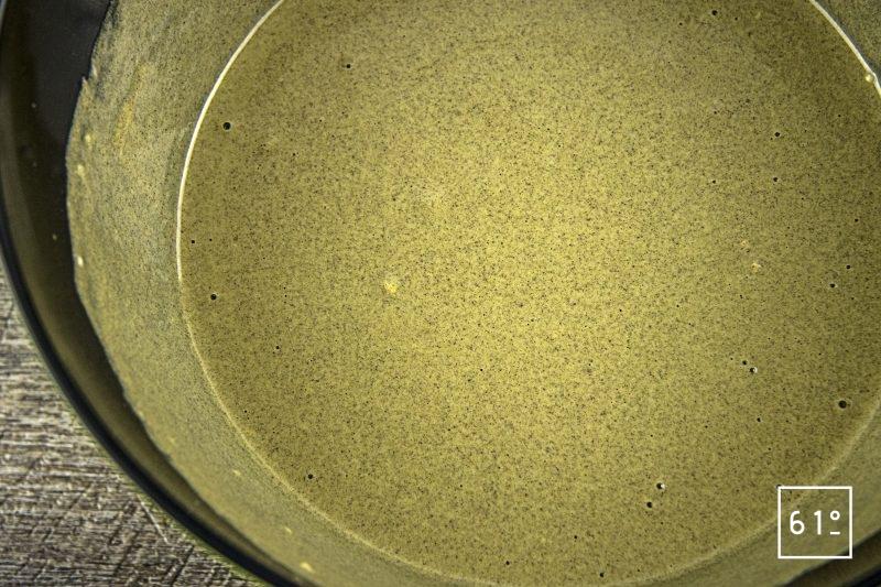Crêpes à la farine de chanvre - mélanger la pâte