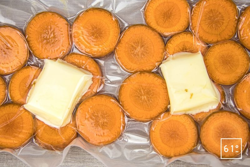 Cromesqui accompagné de carotte - mettre les rondelles de carottes sous vide avec du beurre