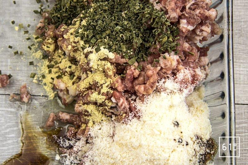 Cromesqui accompagné de carotte - ajouter les différents ingrédients à la farce