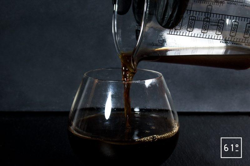 Irish Coffee - verser le café chaud