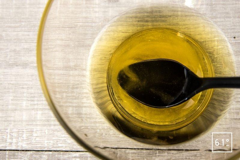 Réduction de carotte au miel - mélanger le vinaigre et le miel