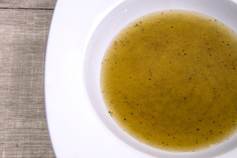 Bouillon d'oignon au kombu et vin jaune