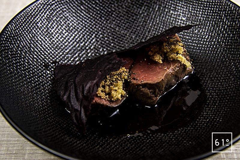 Filet mignon de chevreuil basse température sauce au vin et café - amarante et cuir de betterave