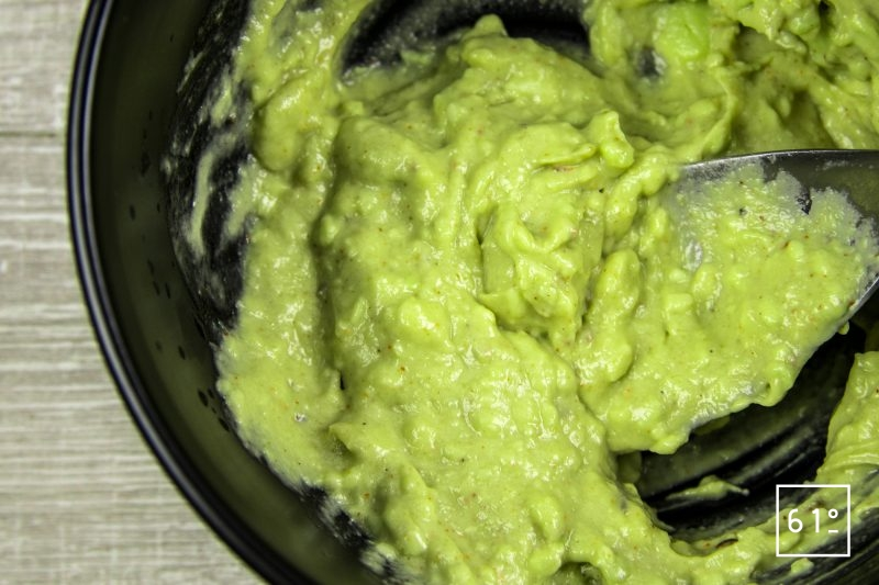 Guacamole - mélanger
