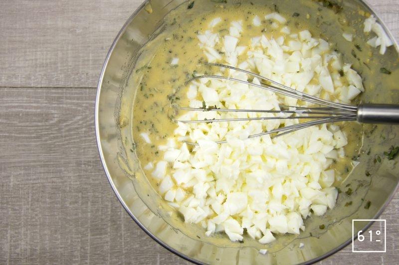 Sauce Gribiche - ajouter les blancs d'œuf coupés en dés