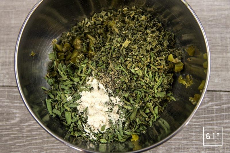 Sauce Gribiche - mélanger les aromates