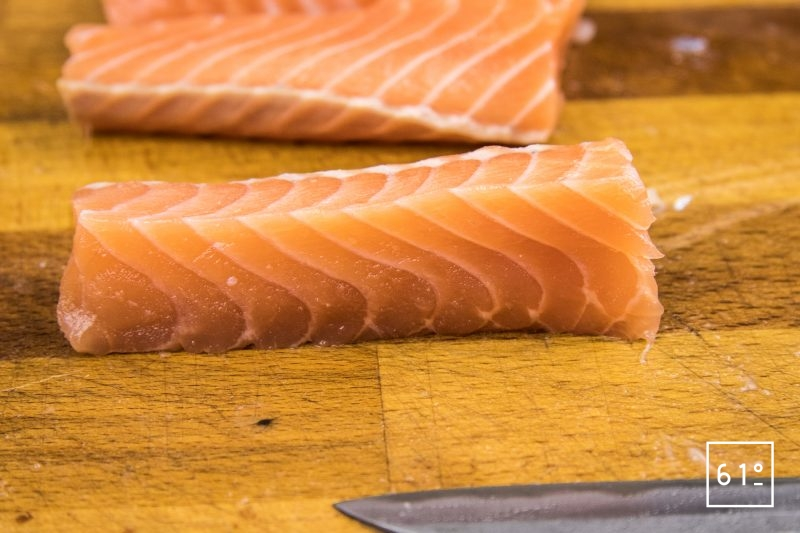 Saumon confit flamme - couper le saumon en batonnets