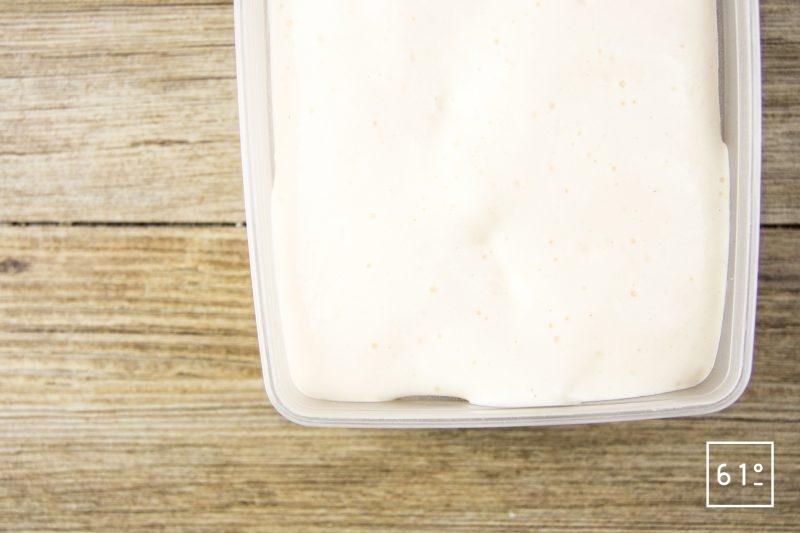 Saumon confit flamme - tirer la crème au siphon et mettre au congélateur