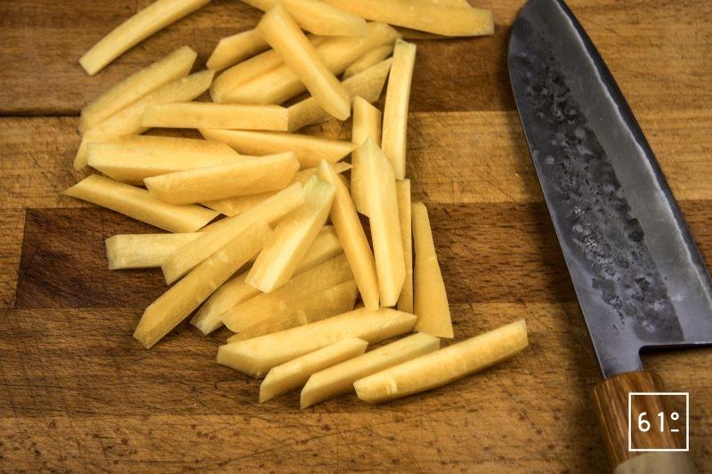 Faux filet de Galice aux champignons et rattes - couper en bâtonnets les carottes