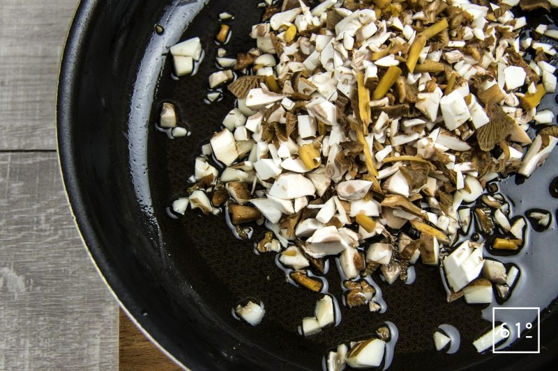 Faux filet de Galice aux champignons et rattes - cuire les champignons