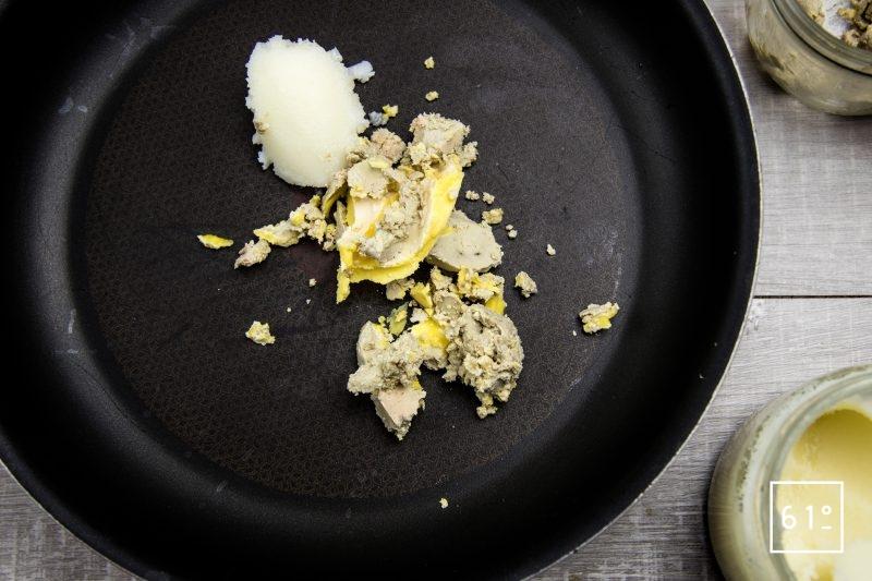 Ballotine de canard - faire fondre le gras de canard et le foie gras