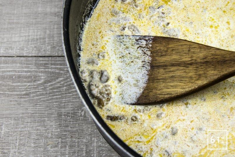 Linguine au Sparassis crispa et foie gras - ajouter la crème