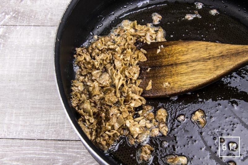 Linguine au Sparassis crispa et foie gras - cuire le Sparassis crispa