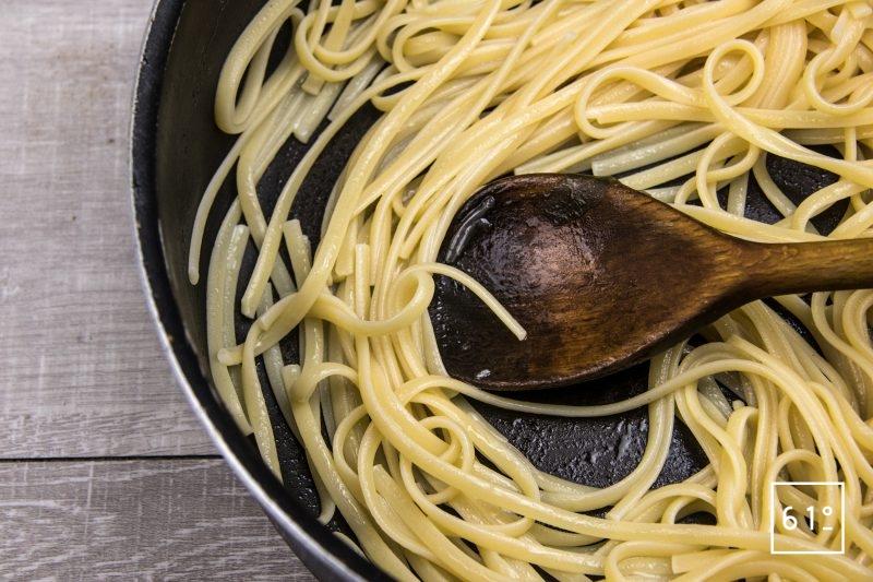 Linguine au Sparassis crispa et foie gras - cuire les linguine
