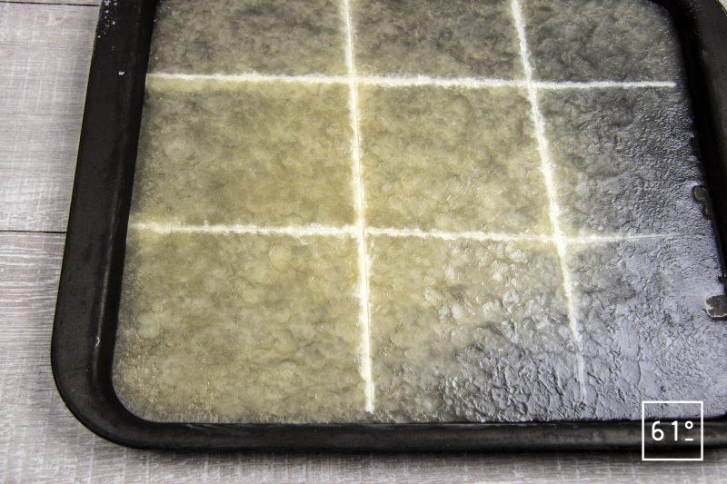 Noix de St Jacques sur lit de Pata Negra et consommé de canard - découper le gel de pomme