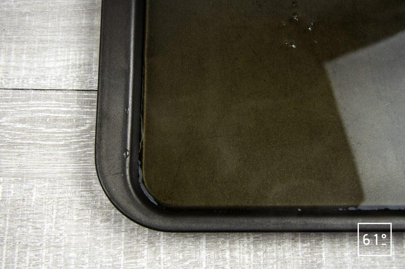 Noix de St Jacques sur lit de Pata Negra et consommé de canard - verser sur une plaque en métal froide