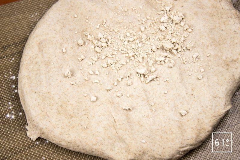 Pain au cidre - incorporer la levure