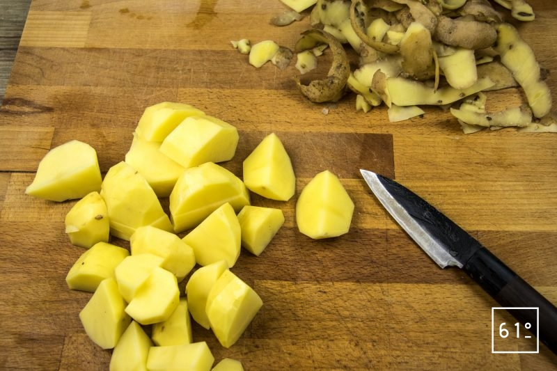 Purée au bouillon - préparer les pommes de terre