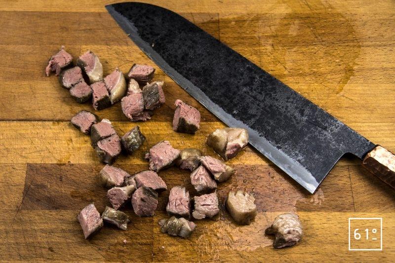 Linguine rose au fromage et picanha de Black Pearl - découper la viande