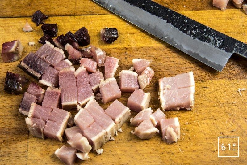 Salade de cresson et thon cuit à basse température - découper le thon