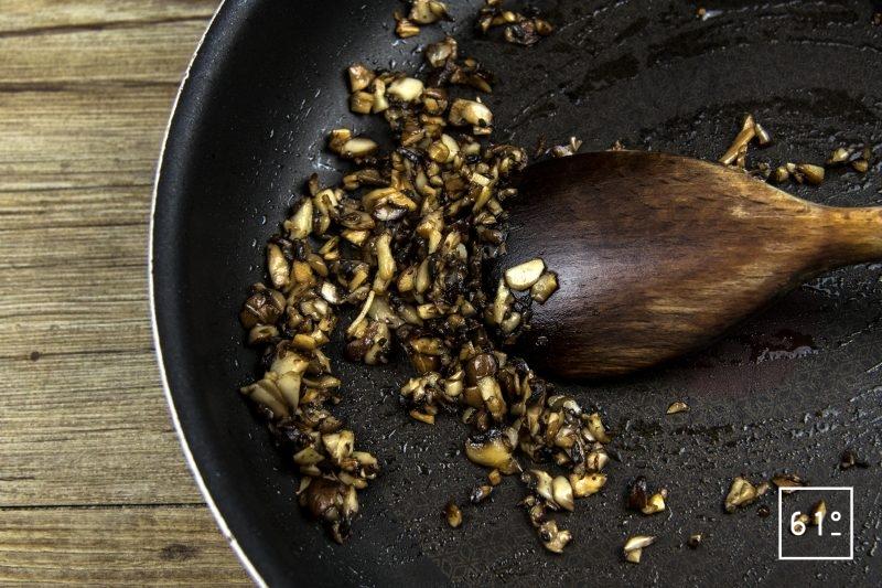 Tartare de Wagyu à la morille et au fruit de la passion - cuire les champignons fumés et les morilles