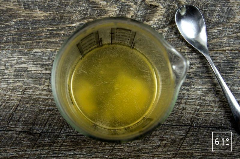 Pickles d'oignons nouveaux au miel - préparer la saumure