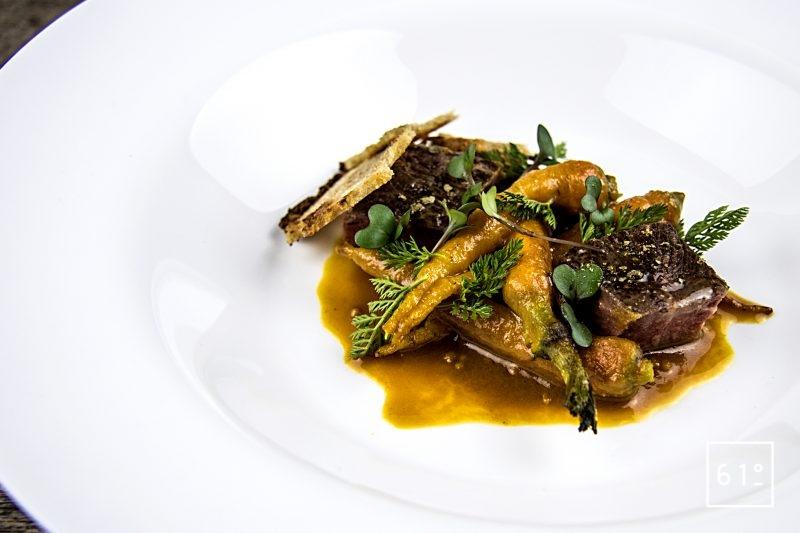 Faux filet de Simmental basse température accompagné de carottes et sauce carotte