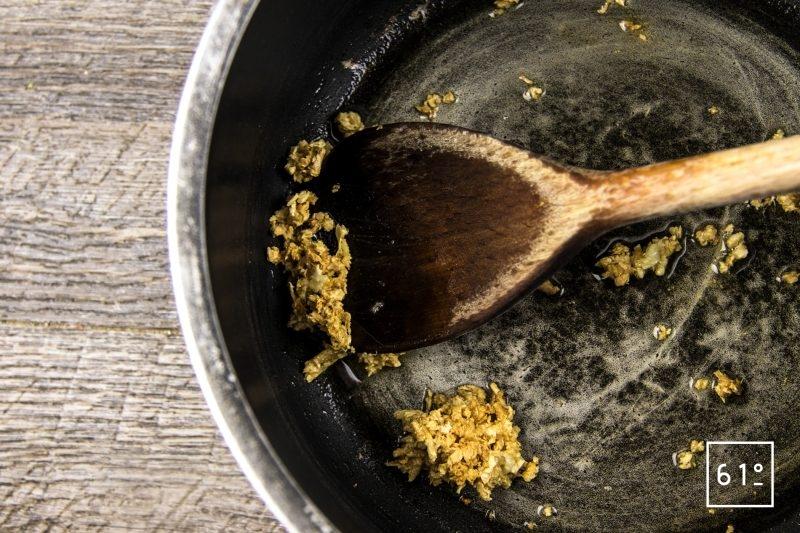 Boulettes de bœuf et de porc sauce moutarde épicée - cuire l'ail