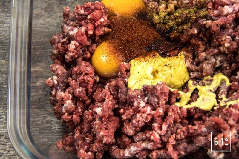 Boulettes de bœuf et de porc sauce moutarde épicée - rassembler les ingrédients pour les boulettes de viande