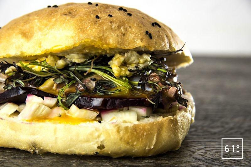 Burger d'onglet d'Angus préparé à basse température sous vide