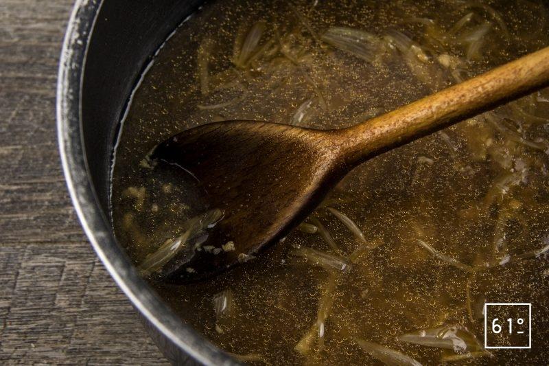 Cancoillotte à l'échalote lactofermenté - ajouter les liquides