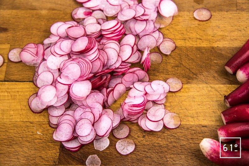 Ceviche de dorade aux radis - couper les radis en fines tranches