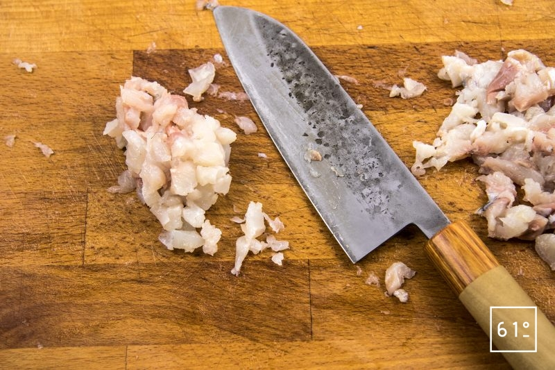 Ceviche de dorade aux radis - découper les filets de dorade en tartare