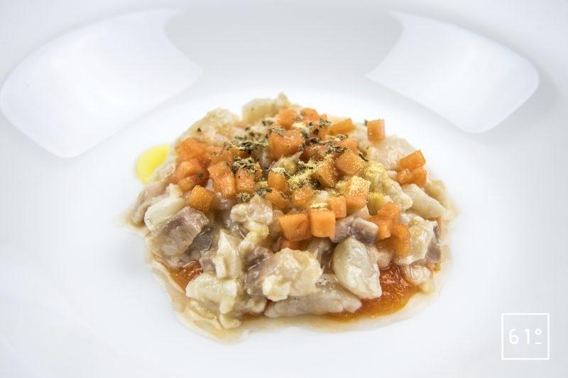Ceviche de dorade aux radis - déposer les différentes couches d'ingrédients dans l'assiette