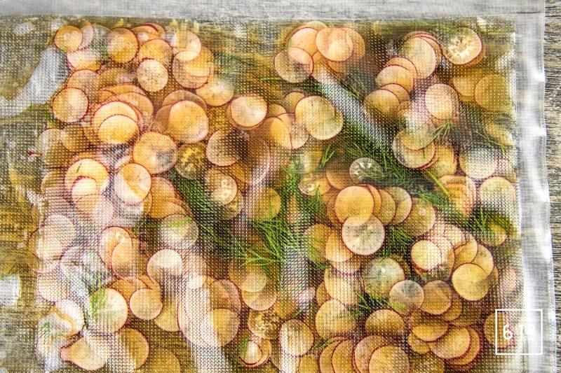 Ceviche de dorade aux radis - mettre sous vide les radis