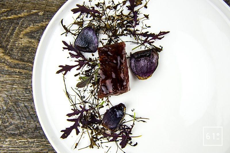 Entrecôte de Black Pearl cuite sosu vide à basse température et son laquage aux fruits rouges